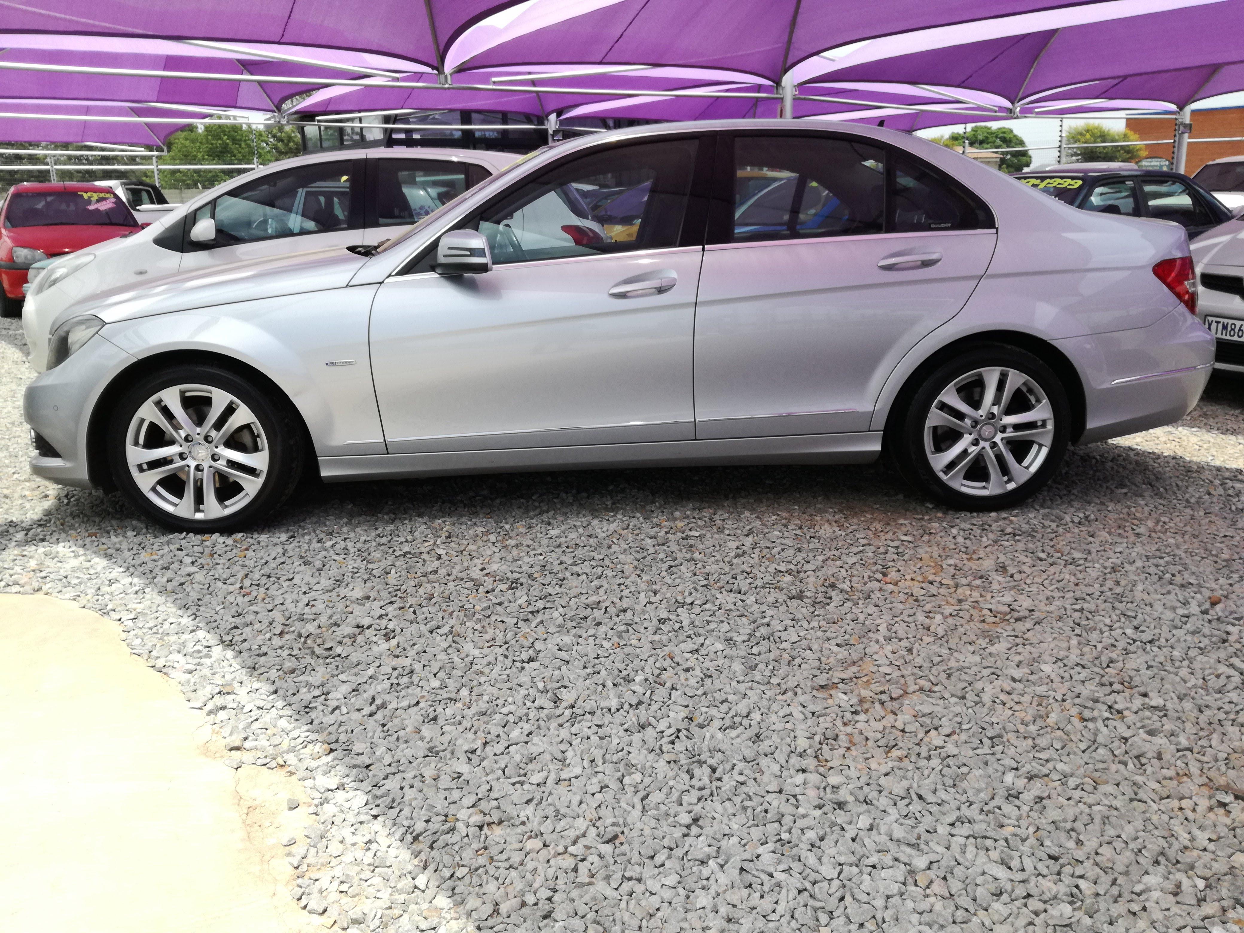 Mercedez Benz C200 full